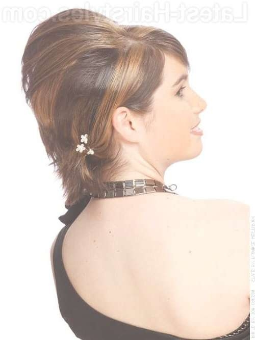 18 Chic Updos For Short Hair These Are Hot For 2018! Within Bob Hairstyles Updo Styles (View 13 of 15)