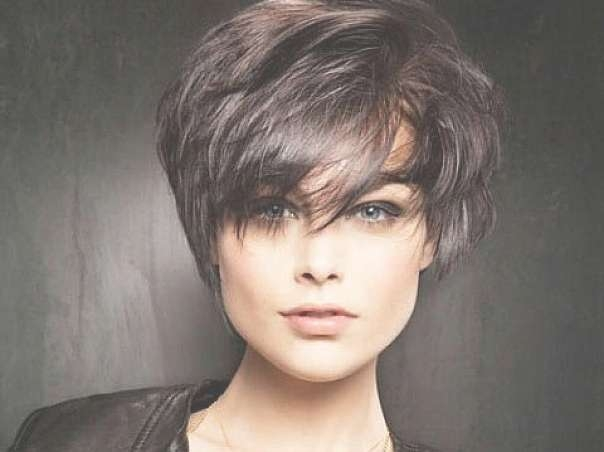 20 Unbeatable Short Hairstyles For Long Faces [2018] Throughout Bob Haircuts With Bangs For Long Faces (View 15 of 15)