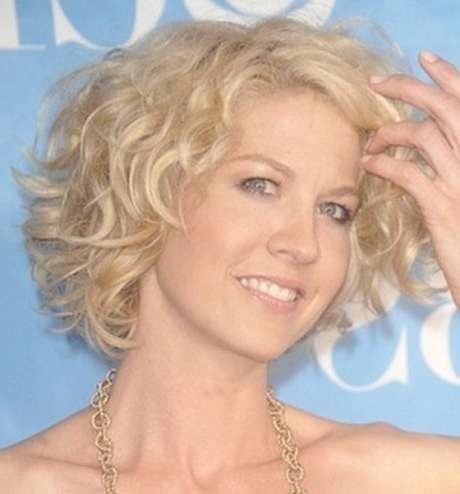 Photos of Bob Hairstyles For Round Faces And Curly Hair (Showing 15 ...