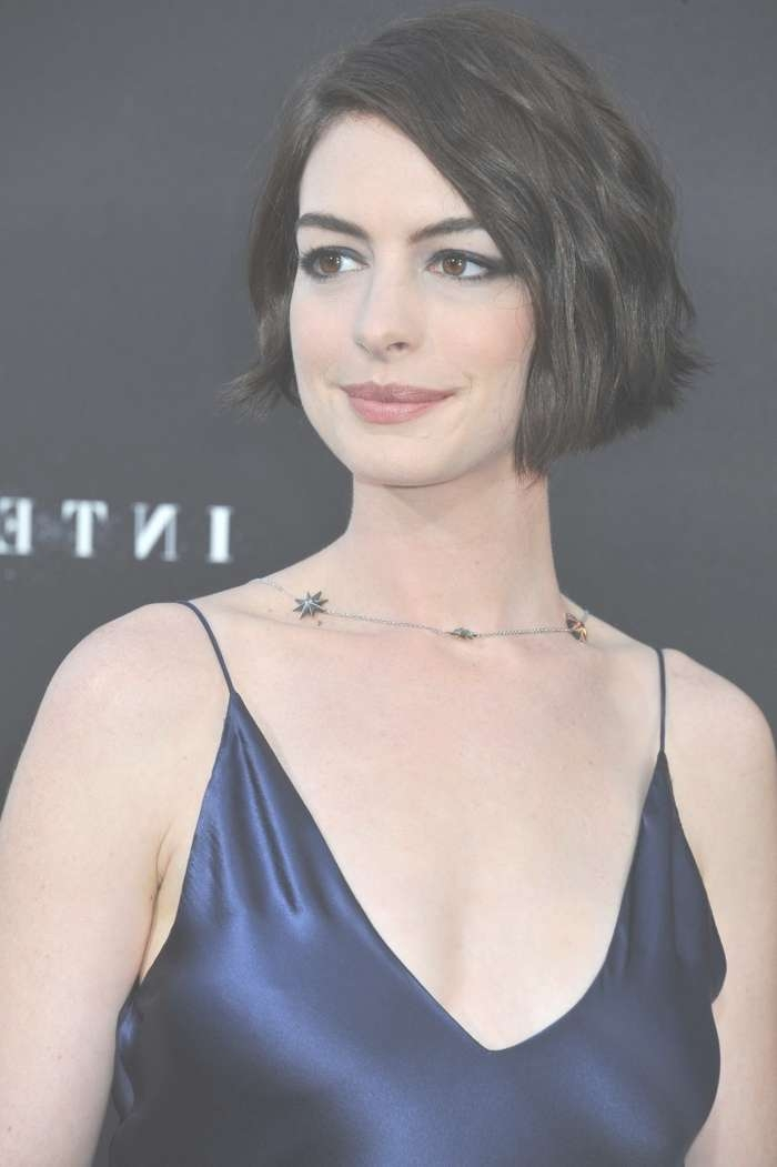Anne Hathaway Hairstyles: Short & Long Haircuts On Anne Hathaway Inside Anne Hathaway Bob Haircuts (View 9 of 15)