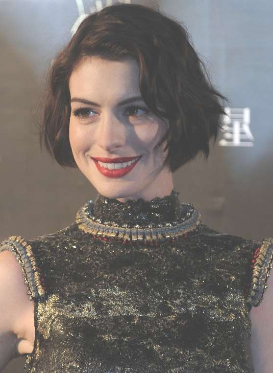 Anne Hathaway Short Wavy Curly Bob Haircut For Women – Hairstyles Within Anne Hathaway Bob Haircuts (View 10 of 15)