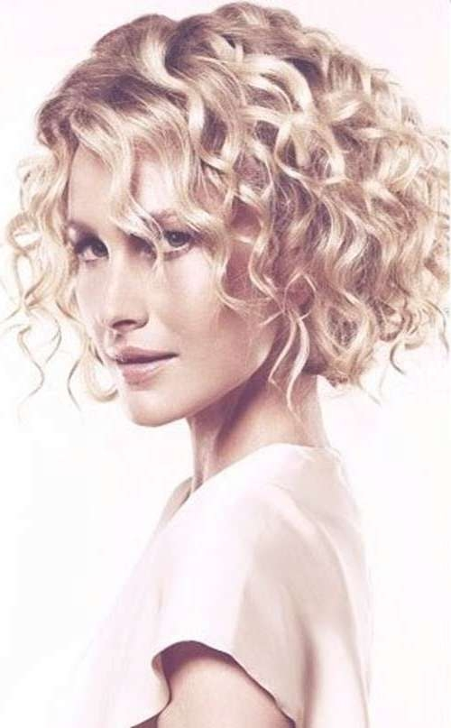 Featured Photo of Curly Short Bob Haircuts