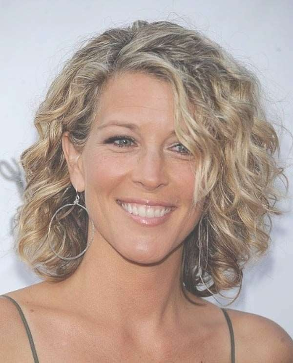 Featured Photo of Shoulder Length Curly Bob Haircuts