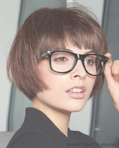 Bob Haircut For Fine Straight Hair And Glasses With Regard To Bob Haircuts And Glasses (View 2 of 15)