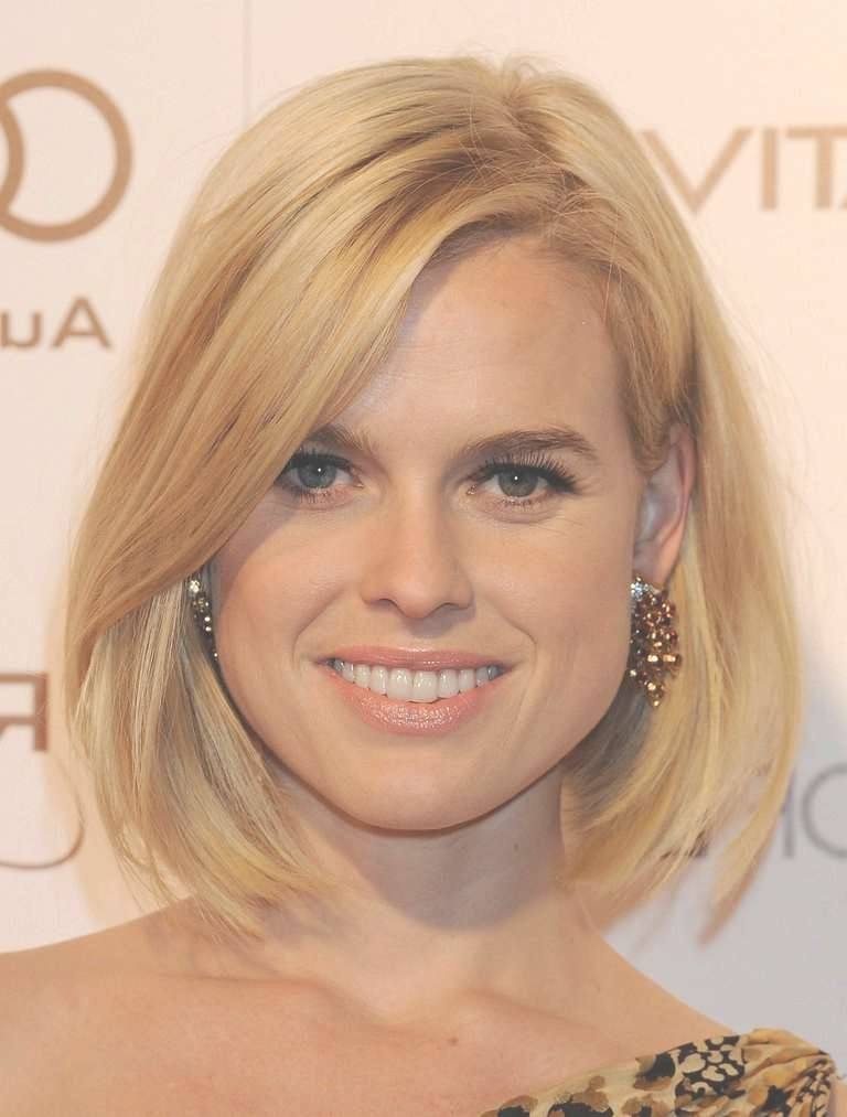 Hairstyles For Round Faces: The Most Flattering Cuts Regarding Long Bob Hairstyles For Round Face (View 9 of 15)