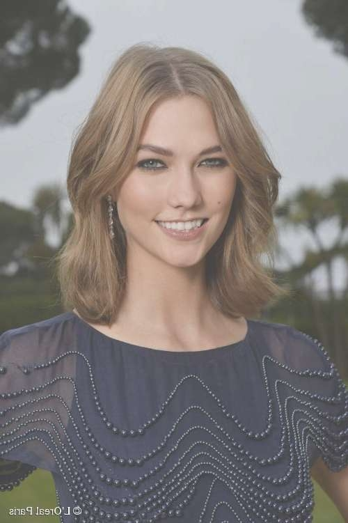 How To Get A Wavy Bob Hairstyle Like Karlie Kloss In Karlie Kloss Bob Hairstyles (View 7 of 15)