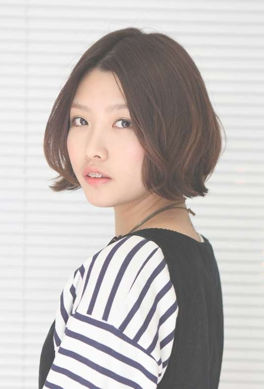 Korean Hairstyle 2013: Pretty Center Parted Bob Haircut Pertaining To Korean Bob Haircuts (View 7 of 15)