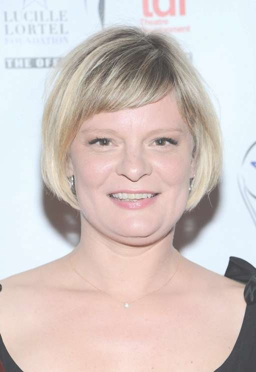 Martha Plimpton Short Bob Haircut With Side Swept Bangs For Women Regarding Bob Haircuts With Side Swept Bangs (View 11 of 15)