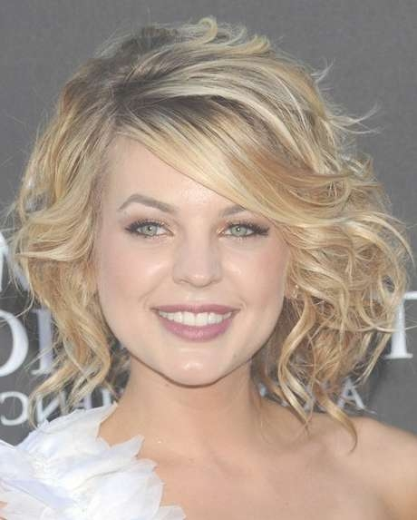 Sexy Medium Wavy Curly Hairstyle With Side Swept Bangs Intended For Shoulder Length Curly Bob Haircuts (View 15 of 15)