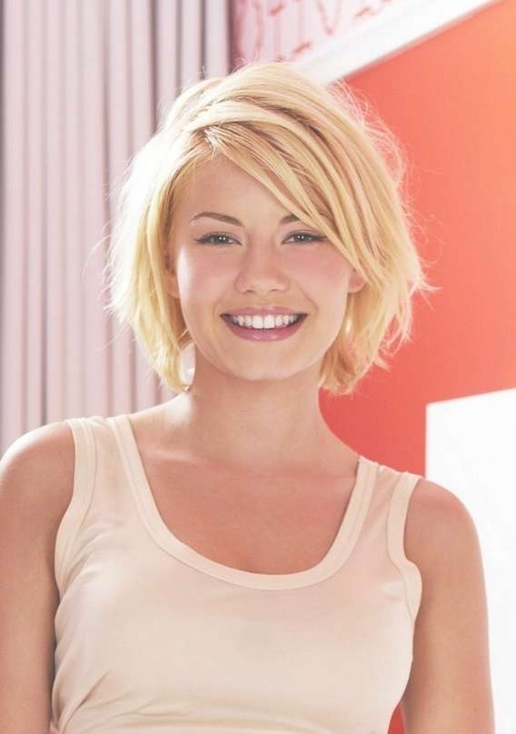 Sexy Shaggy Blonde Medium Bob Haircut For Women: Elisha Cuthbert's Intended For Medium Shaggy Bob Hairstyles (View 11 of 15)