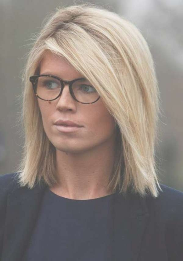 101 Chic And Stylish Shoulder Length Hairstyles With Regard To Most Current Medium Haircuts For Women With Glasses (View 10 of 25)