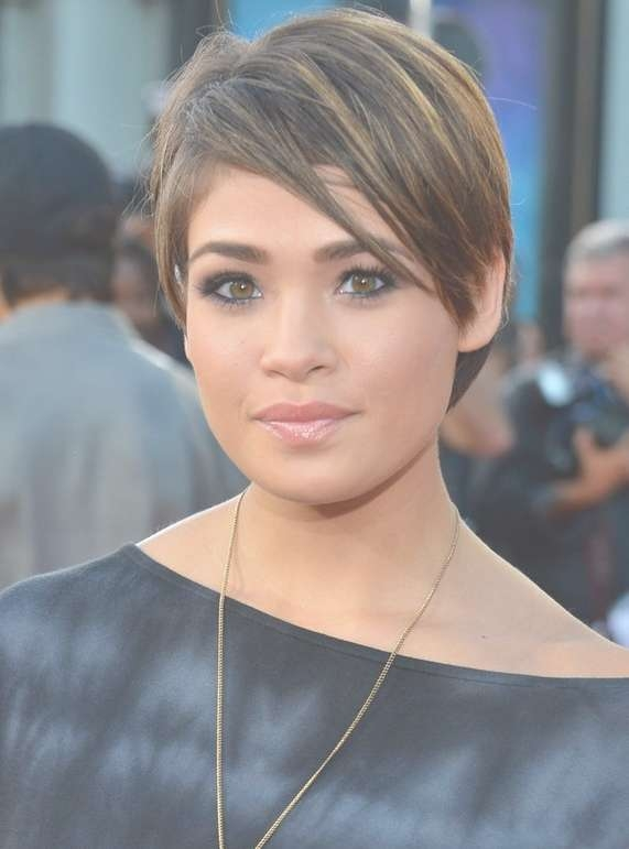 11 Celebrities Low Maintenance Hair Style Ideas For Women Inside Newest Low Maintenance Medium Haircuts For Round Faces (View 16 of 25)