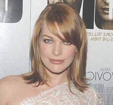 11 Cute Midlength Haircut Ideas | Glamour Throughout Newest Medium Haircuts That Cover Your Ears (View 22 of 25)