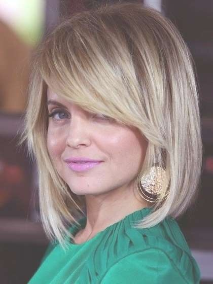 12 Pretty Layered Hairstyles For Medium Hair | Bangs Round Faces In Most Popular Medium Hairstyles With Side Fringe (View 3 of 25)