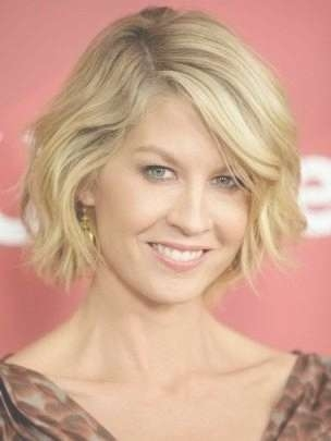 15 Best Ideas Of Medium Short Haircuts For Thick Wavy Hair Pertaining To Most Current Medium Haircuts For Thick Wavy Hair (View 3 of 25)