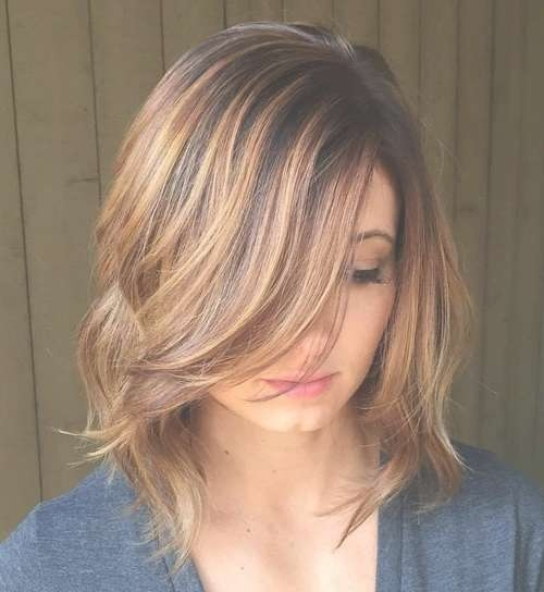 16 Chic Medium Hairstyles For Summer | Styles Weekly Regarding Best And Newest Highlighted Medium Hairstyles (View 10 of 25)