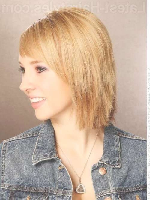 19 Medium Hairstyles For Oval Faces You Gotta See Regarding 2018 Medium Hairstyles With Side Bangs For Round Faces (View 20 of 25)