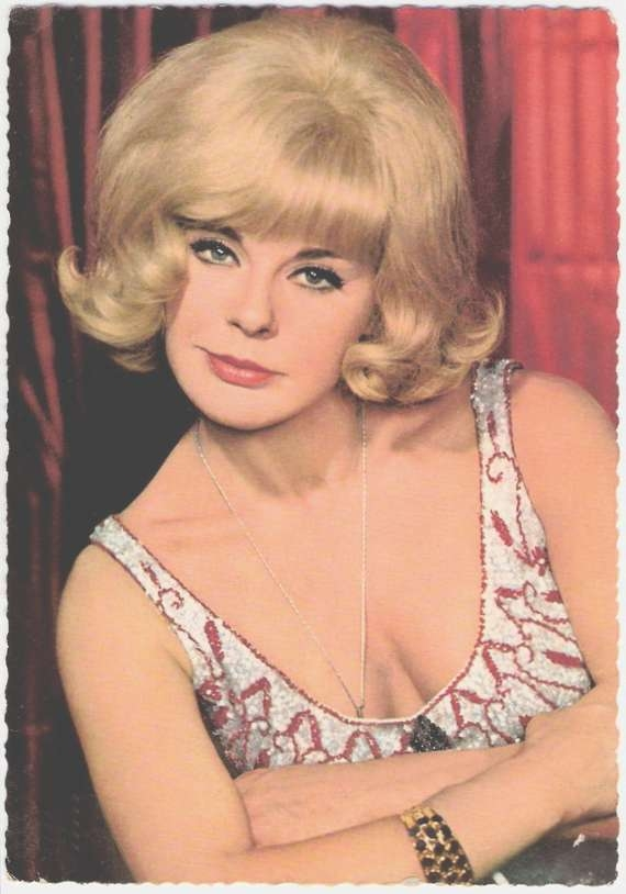 1960S Hairstyles For Women With Regard To Current 1960S Medium Hairstyles (View 17 of 25)