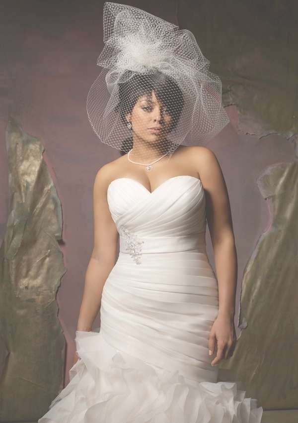 20 Beautiful Curvy Girl Bridal Looks | Styles Weekly Regarding Most Up To Date Medium Haircuts For Curvy Women (View 23 of 25)