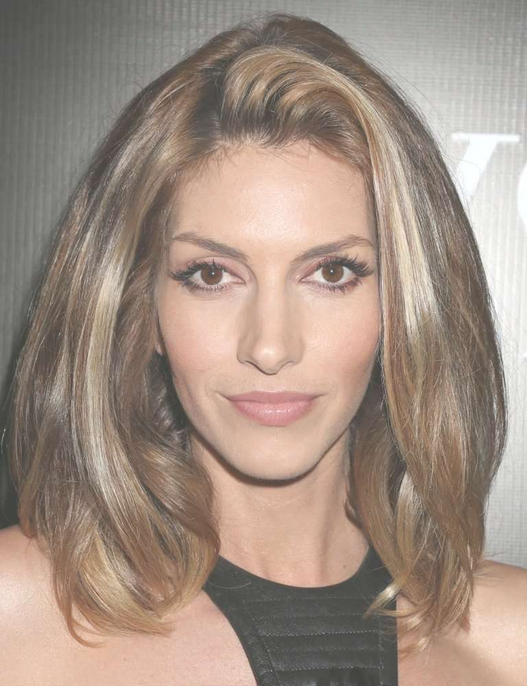20 Hairstyles That Flatter An Oval Face With Most Recent Medium Hairstyles For Fine Hair And Oval Face (View 11 of 15)