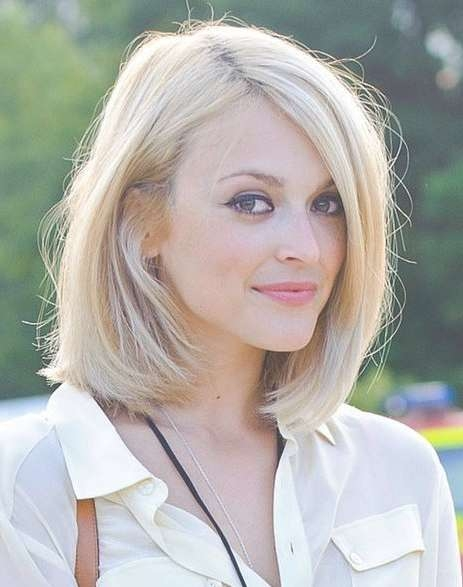 Explore Photos Of Sy Medium Haircuts For Thick Hair Showing 23