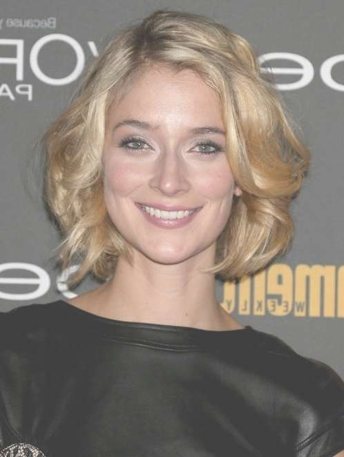 2014 Caitlin Fitzgerald's Short Hairstyles: Soft And Feminine With Best And Newest Feminine Medium Haircuts (View 3 of 25)