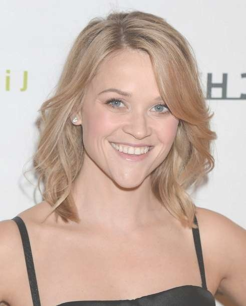 2014 Reese Witherspoon Hairstyles: Easy Medium Haircut – Pretty Inside Recent Cute Celebrity Medium Haircuts (View 4 of 25)