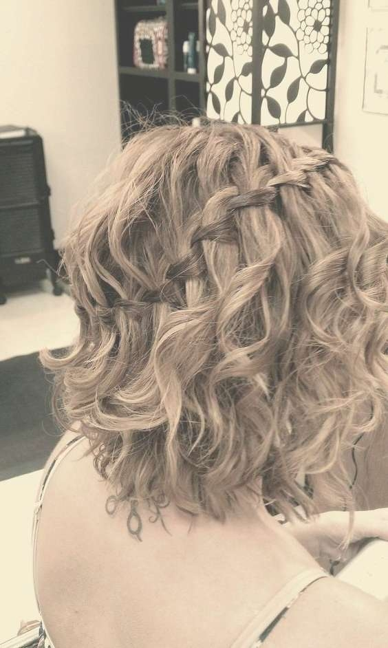 21 Gorgeous Homecoming Hairstyles For All Hair Lengths – Popular Regarding Current Medium Hairstyles For Homecoming (View 13 of 25)