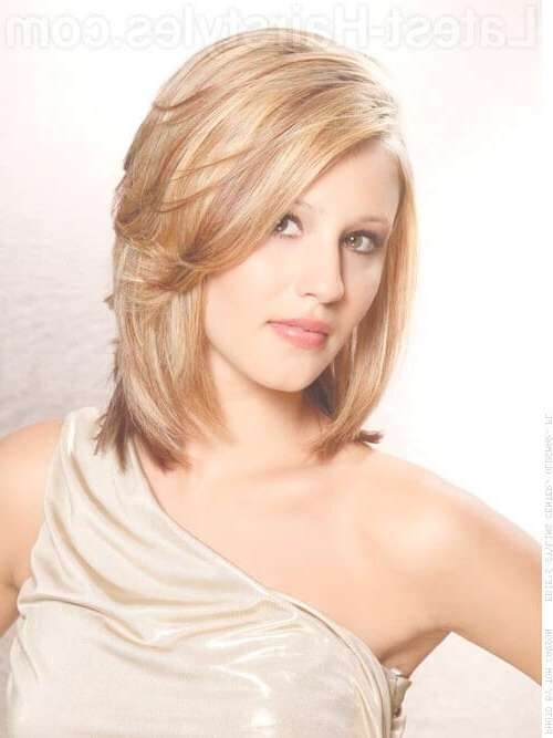 Featured Photo of Medium Haircuts For Oblong Face