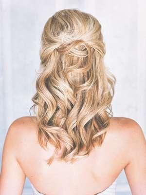 24 Lovely Medium Length Hairstyles For Fall Weddings In Best And Newest Medium Hairstyles Half Up (View 14 of 25)