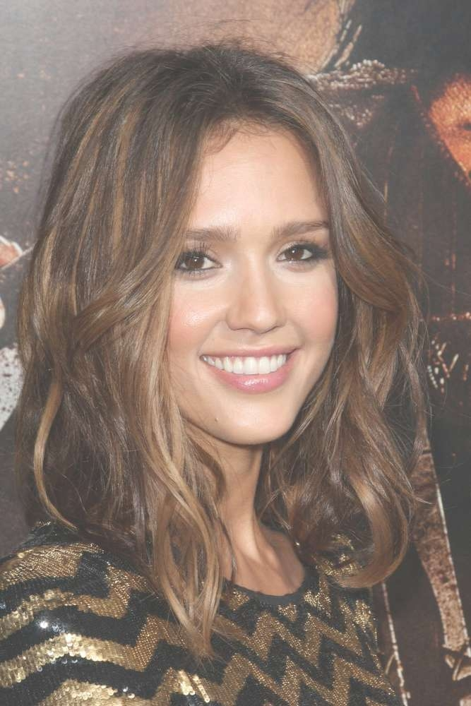 25 Hottest Looking Medium Wavy Hairstyles For Women – Hottest Haircuts For Current Jessica Alba Medium Haircuts (View 17 of 25)