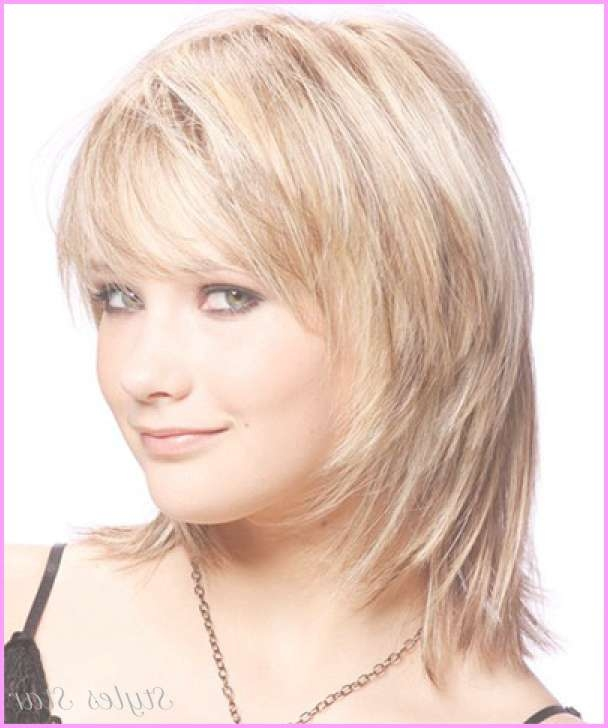 25 Modern Medium Length Haircuts With Bangs Layers For Thick Hair Regarding Best And Newest Medium Hairstyles For Round Faces With Bangs (View 12 of 25)