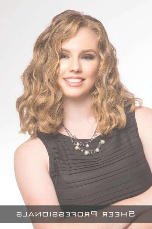 28 Effortlessly Chic Medium Length Wavy Hairstyles In Latest Curly Hair Medium Hairstyles (View 5 of 25)