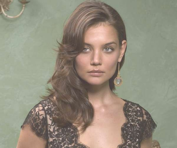 30 Breathtaking Katie Holmes Hairstyles – Slodive For Recent One Side Medium Hairstyles (View 9 of 25)
