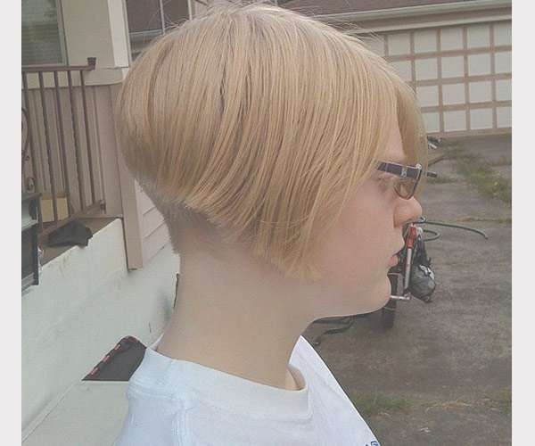 30 Majestic Layered Bob Hairstyles – Slodive Regarding Bob Haircuts Shaved In Back (View 17 of 25)