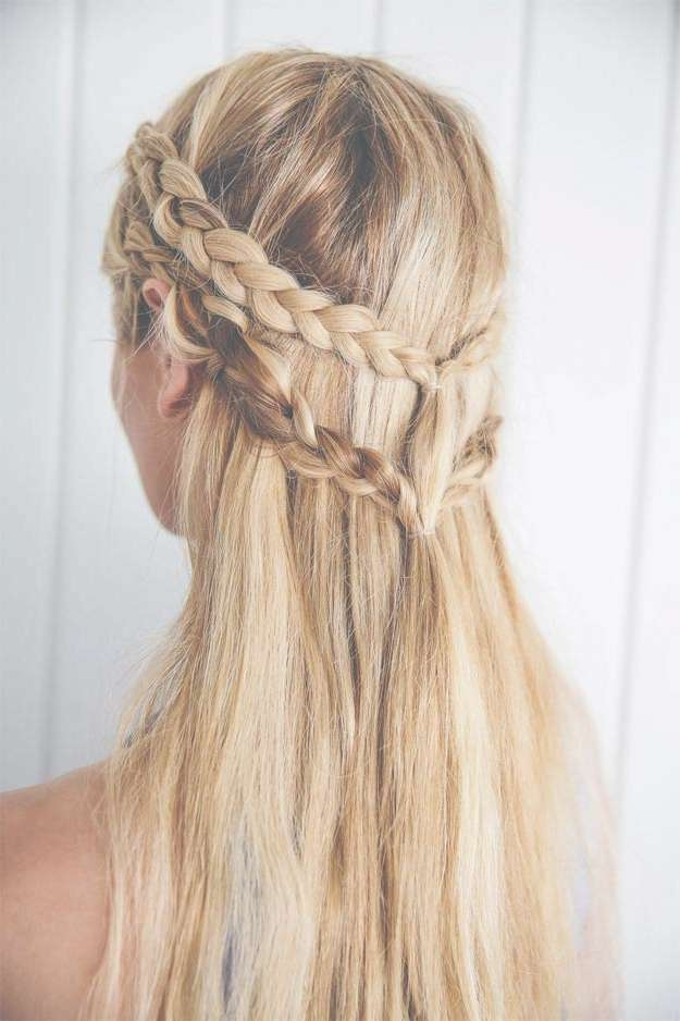 33 Best Hairstyles For Your 20S – The Goddess Intended For Most Current Medium Hairstyles For Women In Their 20S (View 20 of 25)
