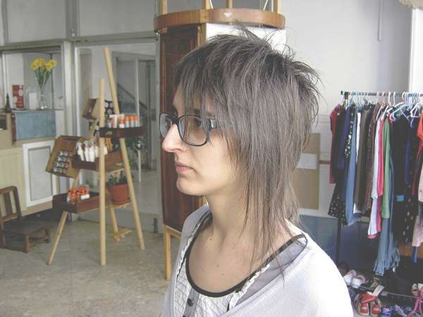 34 Awesome Medium Layered Haircuts Inside Current Edgy Asymmetrical Medium Haircuts (View 8 of 25)