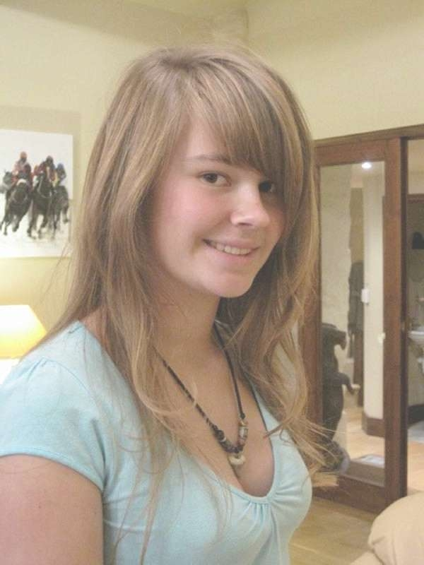 40 Drop Dead Gorgeous Medium Layered Hairstyles – Slodive With Most Recent Medium Haircuts With Layers And Side Swept Bangs (View 11 of 25)