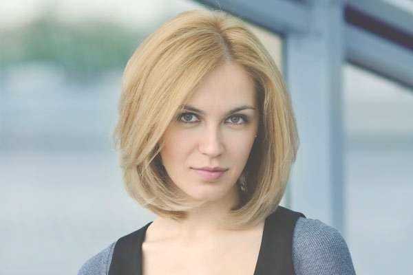 50 Smartest Short Hairstyles For Women With Thick Hair Inside Current Medium Hairstyles For Thick Hair Long Face (View 11 of 15)
