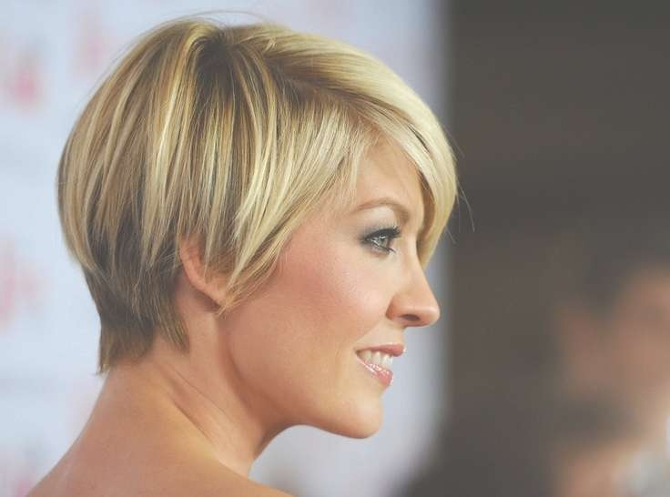 55 Super Hot Short Hairstyles 2017 – Layers, Cool Colors, Curls, Bangs Within Most Up To Date Medium Hairstyles Cut Around The Ears (View 5 of 15)