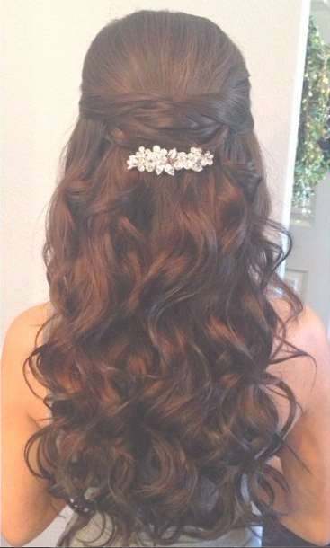 59 Prom Hairstyles To Look The Belle Of The Ball | Hairstylo With Best And Newest Medium Hairstyles For Balls (View 21 of 25)