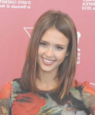 Alba's Straight Hairstyle Pertaining To Current Jessica Alba Medium Haircuts (View 12 of 25)