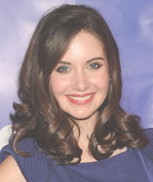 Alison Brie Medium Length Hairstyle: Curls With Side Part – Pretty Throughout Current Medium Hairstyles Side Part (View 15 of 25)