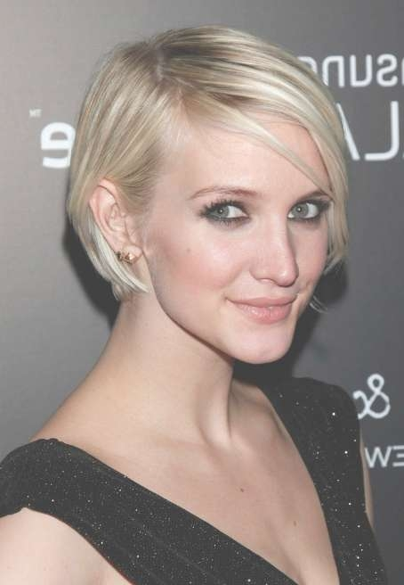 Ashlee Simpson Short Hairstyle: Chic Graduated Bob Cut In Most Current Ashlee Simpson Medium Haircuts (View 18 of 25)