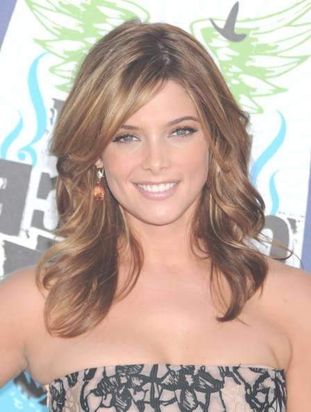 Ashley Greene's Highlighted Medium Layered Cut – Celebrity Medium With Regard To Most Up To Date Highlighted Medium Hairstyles (View 19 of 25)