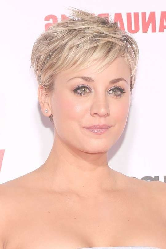 Best 25+ Kaley Cuoco Hair Short Ideas On Pinterest | Medium Within Most Recent Kaley Cuoco New Medium Haircuts (View 22 of 25)