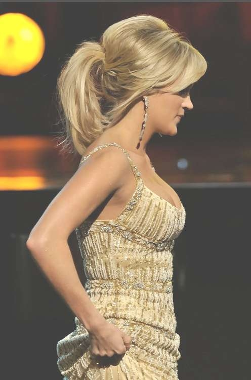 Carrie Underwood Loose Ponytail For Medium Hair – Hairstyles Weekly For Carrie Underwood Bob Haircuts (View 12 of 25)