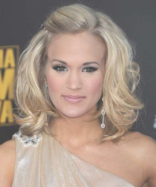 Carrie Underwood Medium Wavy Formal Hairstyle – Light Blonde Hair For Most Recently Carrie Underwood Medium Hairstyles (View 2 of 25)