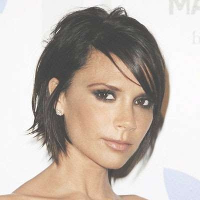 Celebrity Hairstyle: Victoria Beckham Medium Haircut (View 9 of 25)