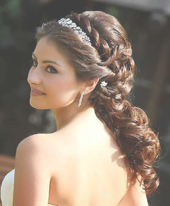 Cool Hairstyles For Indian Brides With Medium Length Hair Within Latest Brides Medium Hairstyles (View 24 of 25)